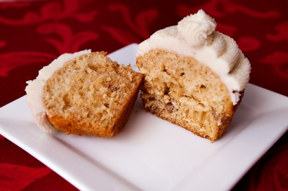 maple-walnut-cupcakes-and-vanilla-buttercream-frosting-3