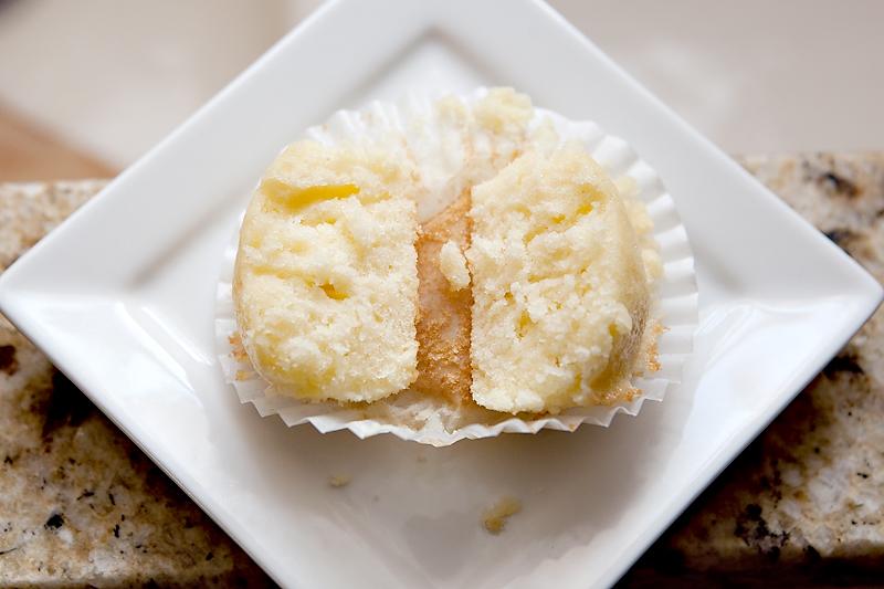 perfect-moist-vanilla-cupcake-4