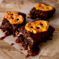 caramel-pretzel-crunch-brownies-recipe-01