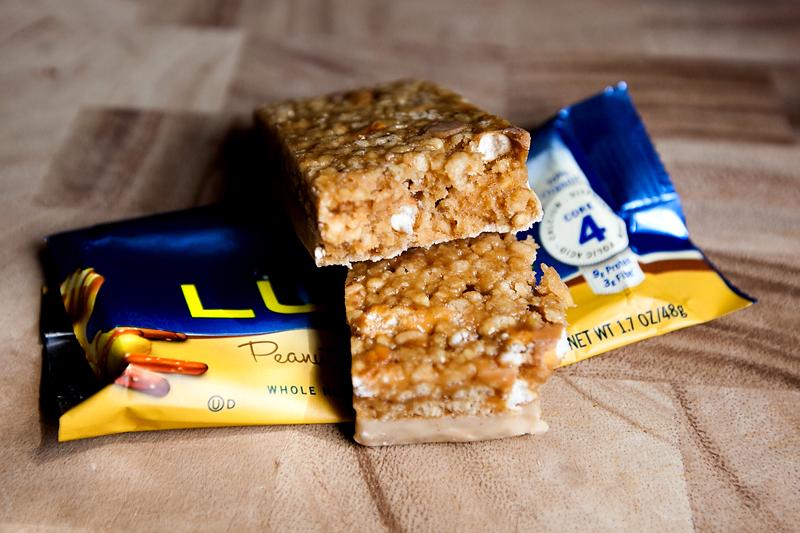 luna-bar-review-peanut-honey-pretzel-03