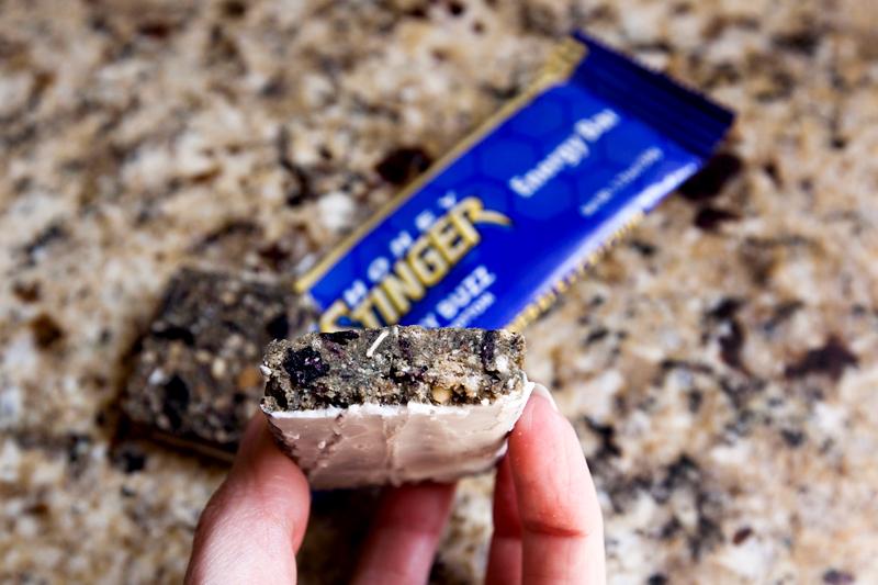 honey-stinger-energy-bar-review-blueberry-buzz-02