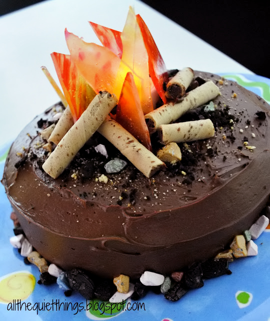 campfire-cake-twix-pirouette-melted-hard-candy