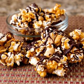 caramel-chocolate-popcorn-moose-munch-recipe-01