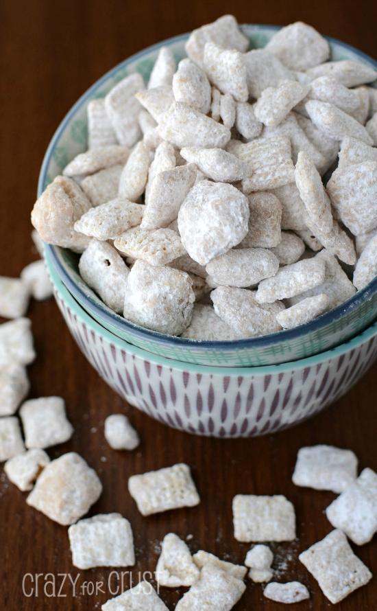 disney-frozen-cinnamon-roll-muddy-buddies-puppy-chow-mix