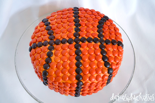 reeses-pieces-basketball-cake