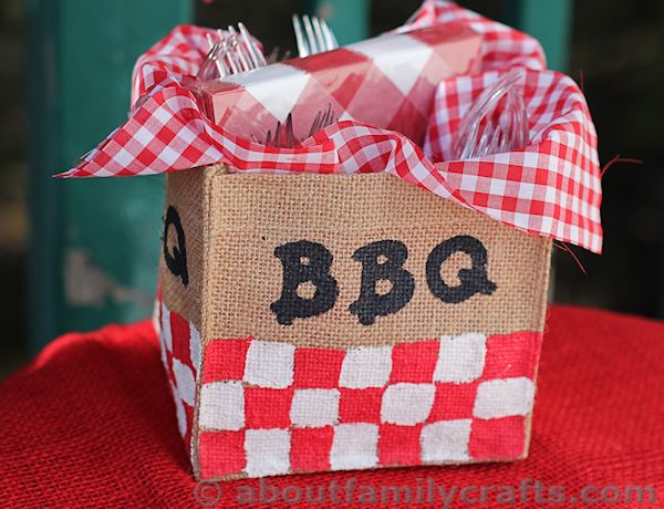 diy-burlap-decorations-for-summer-cookouts