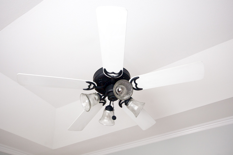 how-to-spray-paint-a-ceiling-fan-03