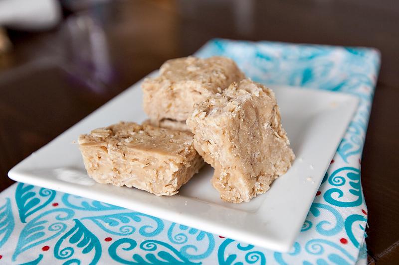 white-chocolate-peanut-butter-no-bake-hob-knobs-01
