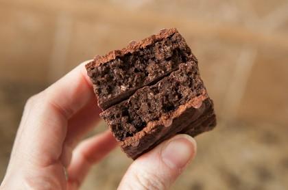 luna-bar-gluten-free-chocolate-cupcake-review-05