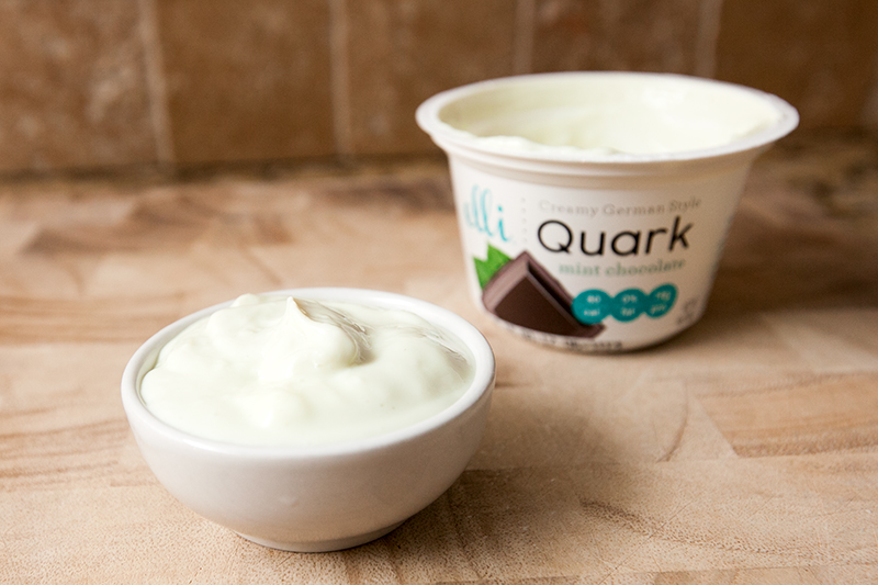 elli-quark-yogurt-cheese-mint-chocolate-review-02