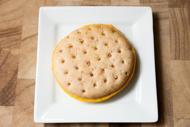 vitalicious-vitaegg-breakfast-sandwiches-vitaegg-cheese-and-veggies-review-02