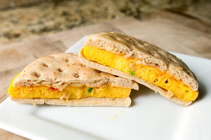vitalicious-vitaegg-breakfast-sandwiches-vitaegg-cheese-and-veggies-review-04