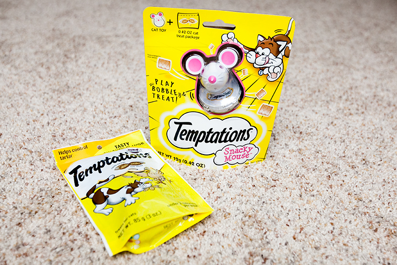 temptations-snacky-mouse-review-01