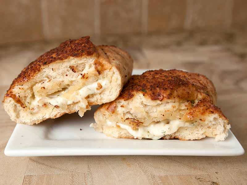auntie-annes-pretzel-pocket-sandwiches-review-five-cheese-02