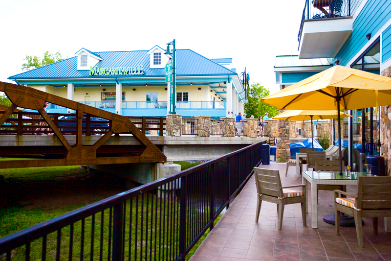 margaritaville-island-hotel-pigeon-forge-review-latitudes-bar-04