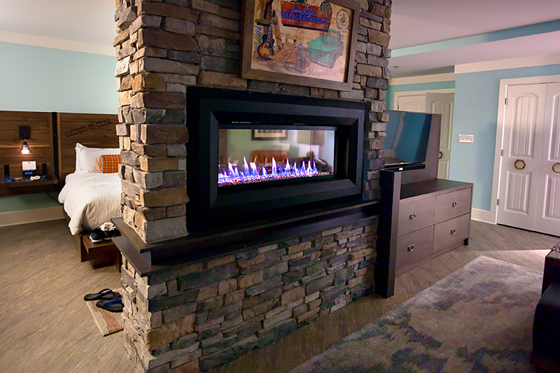 margaritaville-island-hotel-pigeon-forge-review-presidential-suite-fireplace-01