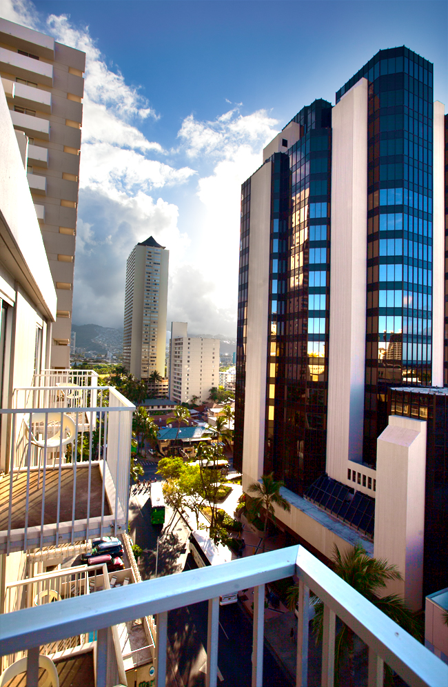 shoreline-waikiki-hawaii-hotel-review-balcony-view-01