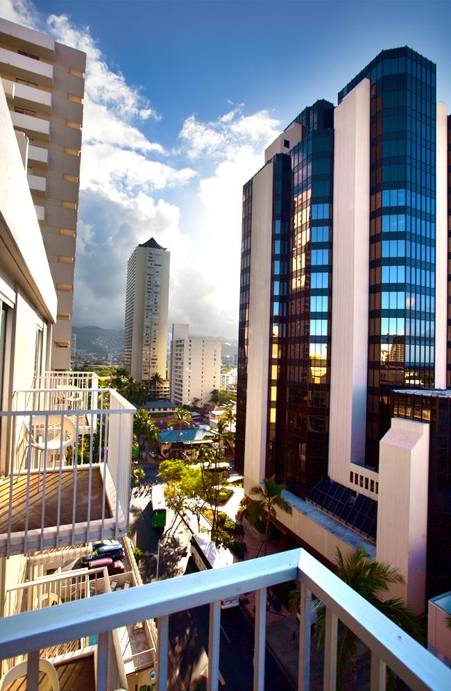 shoreline-waikiki-hawaii-hotel-review-balcony-view-01