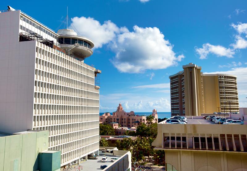 shoreline-waikiki-hawaii-hotel-review-balcony-view-02