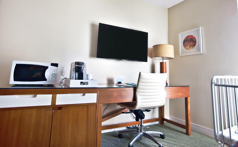 shoreline-waikiki-hawaii-hotel-review-room-01