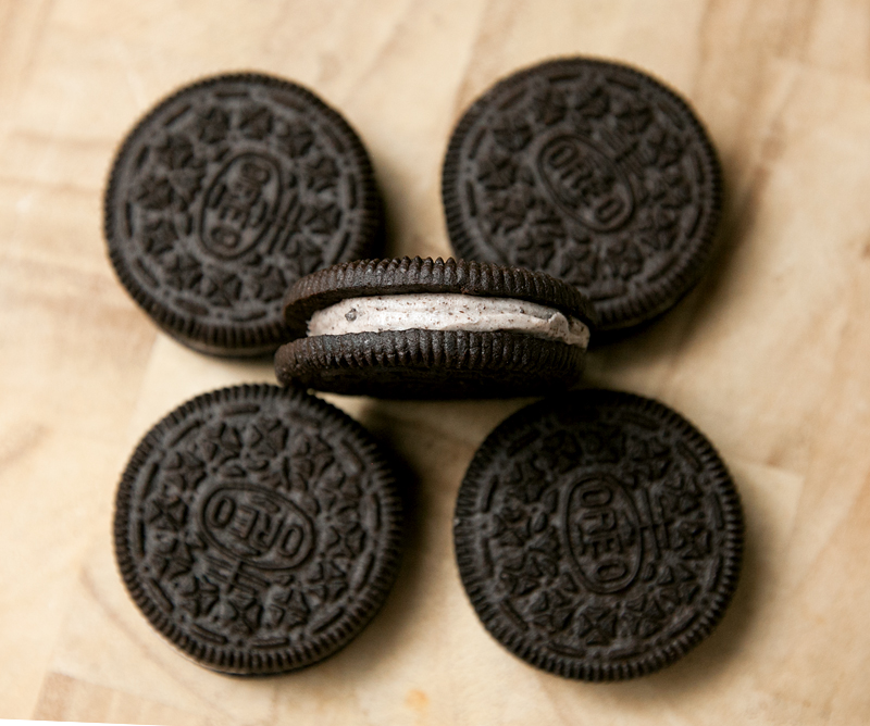cookies-and-creme-oreos-review-03