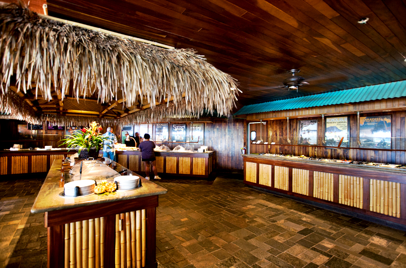 dukes-waikiki-review-food-buffet-01