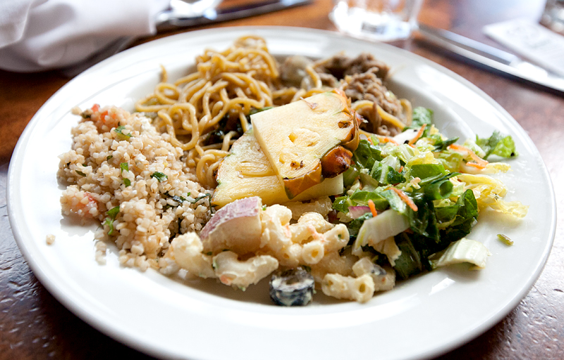 dukes-waikiki-review-food-buffet-05