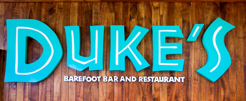 dukes-waikiki-walk-up-barefoot-bar-from-beach-04