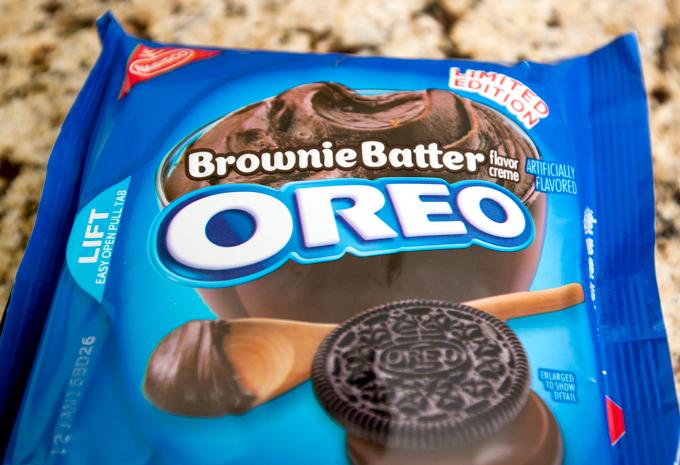 brownie batter oreos package
