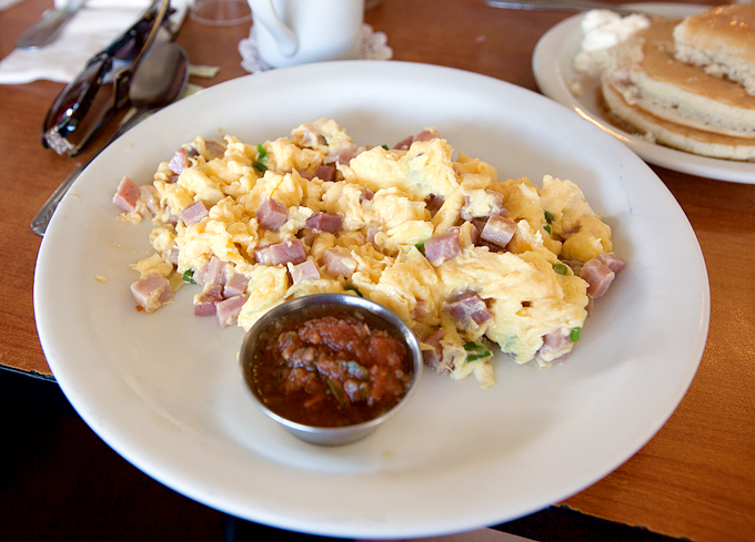 eggs-n-things-waikiki-hawaii-breakfast-diced-ham-and-eggs-with-pancakes