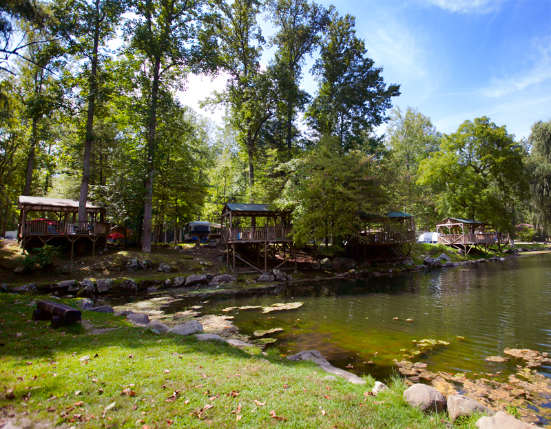 adventure-bound-gatlinburg-tent-decks-on-trout-pond