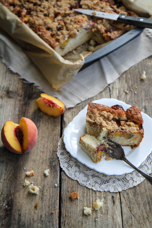 amaretto-peach-crumble-cake