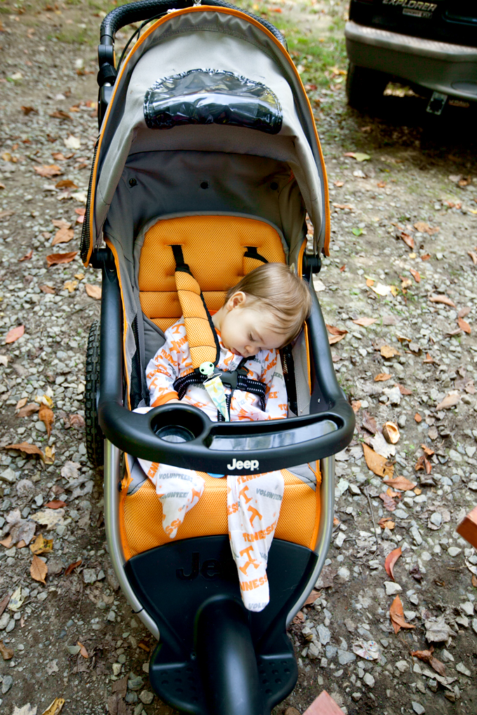 baby-napping-in-jogging-stroller