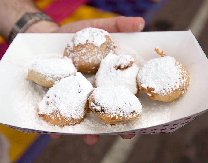 basket-of-deep-fried-oreos-and-powdered-sugar