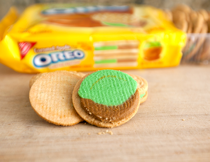 What the Caramel Apple Oreos look like