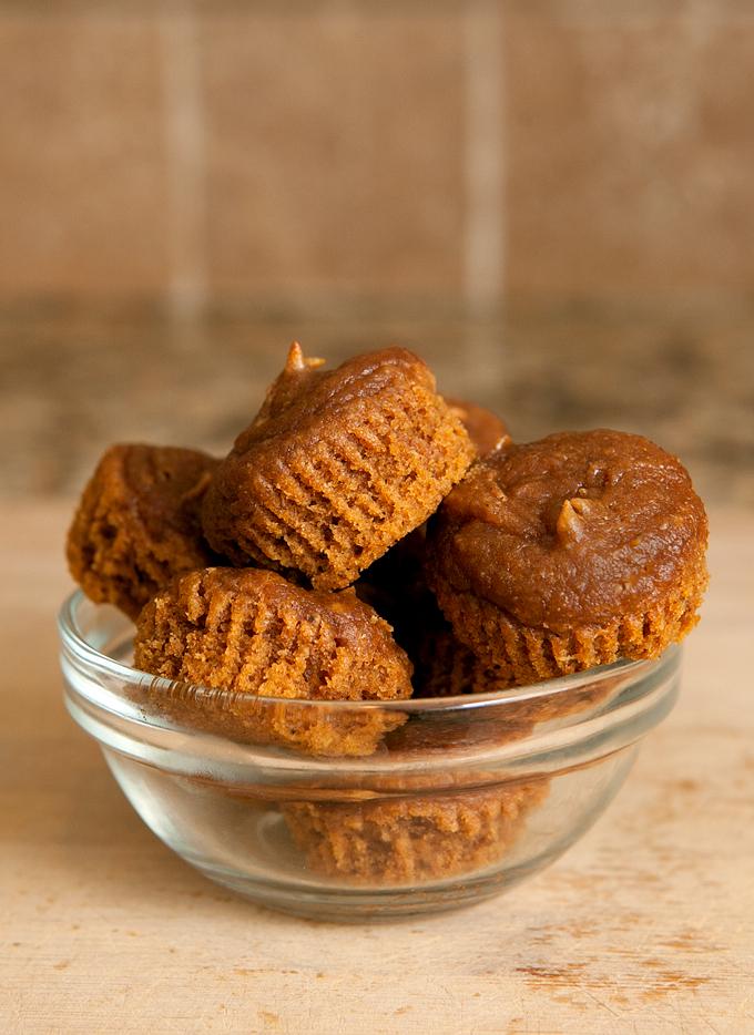flourless-gluten-free-pumpkin-spice-peanut-butter-muffins-03