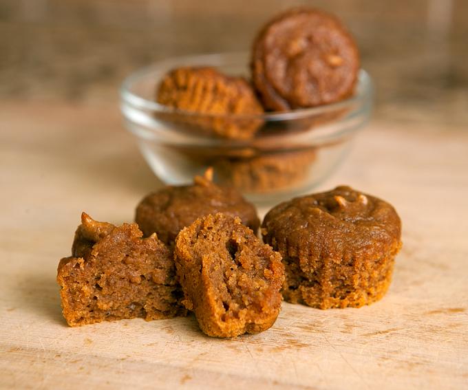 flourless-gluten-free-pumpkin-spice-peanut-butter-muffins-04