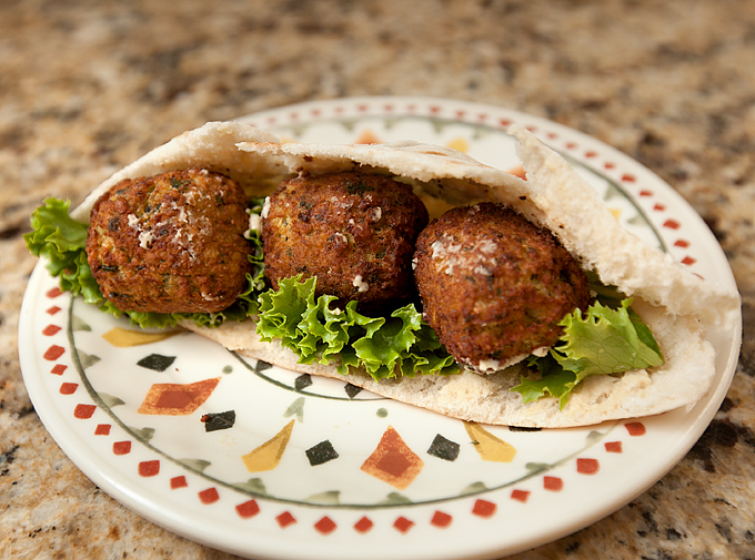 nates-mediterranean-bites-frozen-garlic-pesto-falafel-01