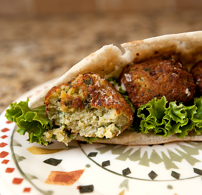 nates-mediterranean-bites-frozen-garlic-pesto-falafel-02