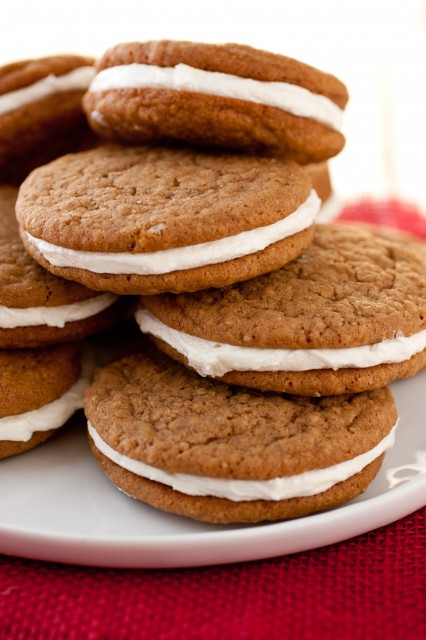 The copycat: Oatmeal Creme Pies by Cooking Classy