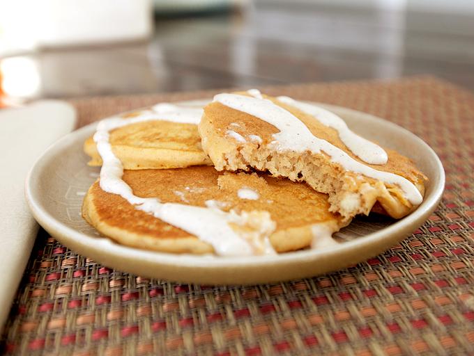 pumpkin-pie-pancakes-with-cream-cheese-drizzle-06