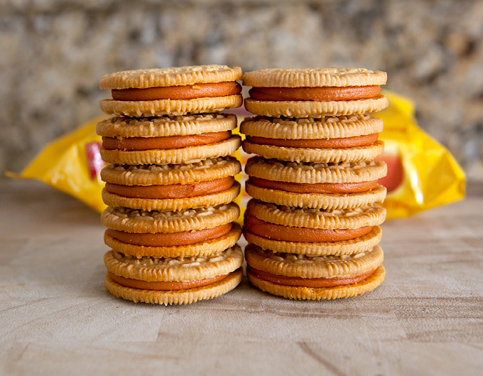 pumpkin-spice-oreos-stacked-up