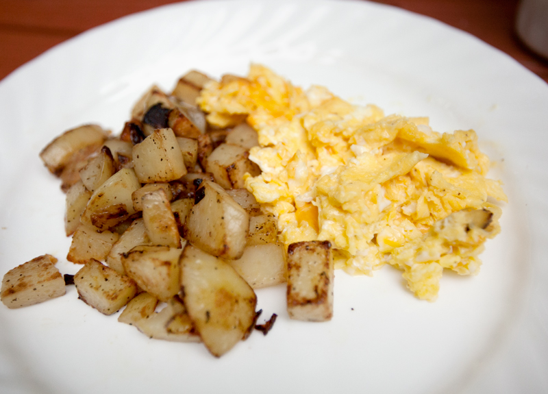 skillet-potatoes-camping-breakfast-04