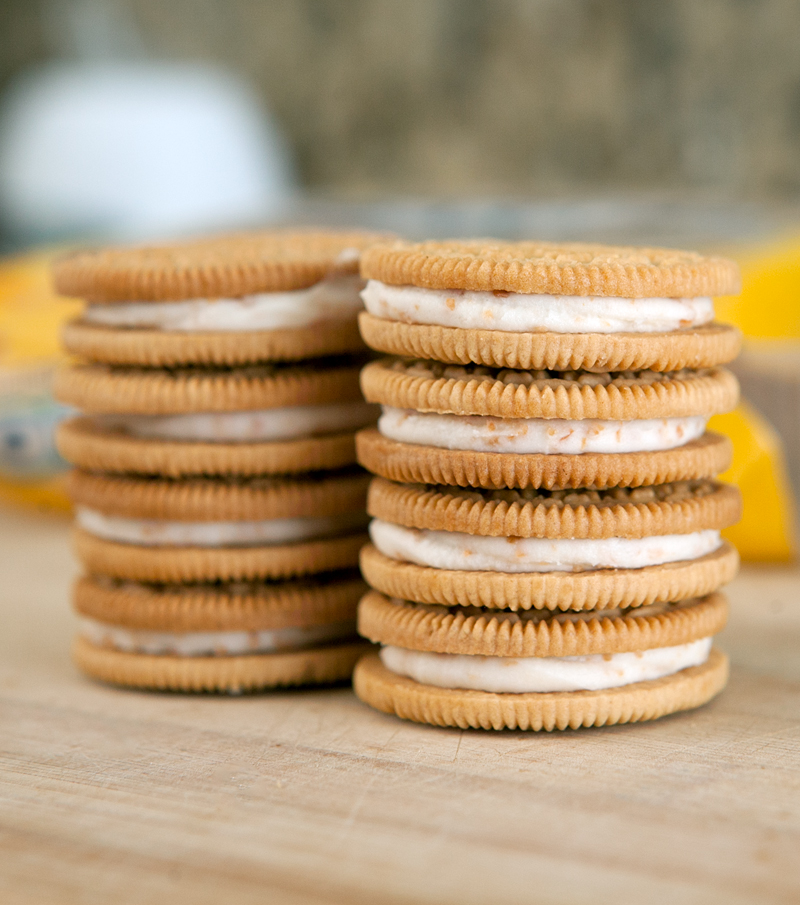 toasted-coconut-oreos-review-cookie-stack