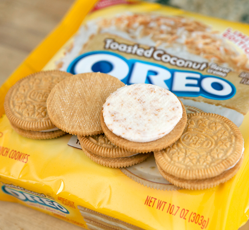 toasted-coconut-oreos-review-real-coconut-in-filling
