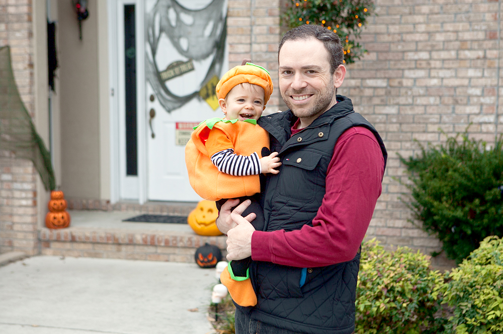 dad-and-baby-dressed-as-pumpkin-02