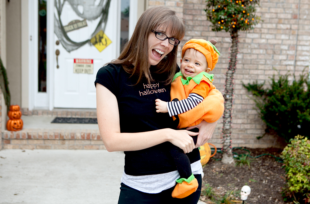 mom-and-baby-dressed-as-pumpkin-on-halloween