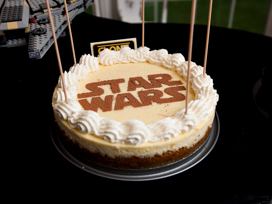 Food inspired by Star Wars - cheesecake with cocoa powder logo