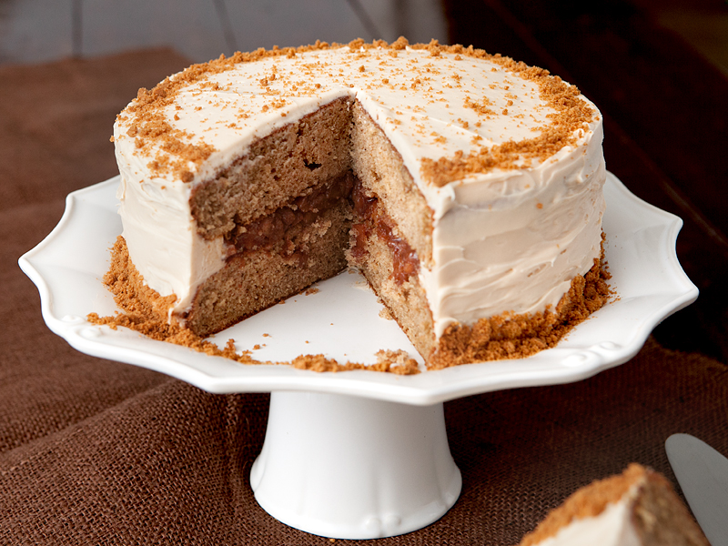 Caramel apple spice cake with caramel cream cheese frosting, garnished with crushed Speculoos cookies!
