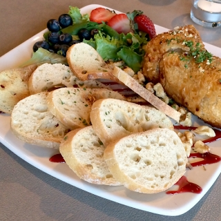 seasons-knoxville-restaurant-review-baked-brie-appetizer